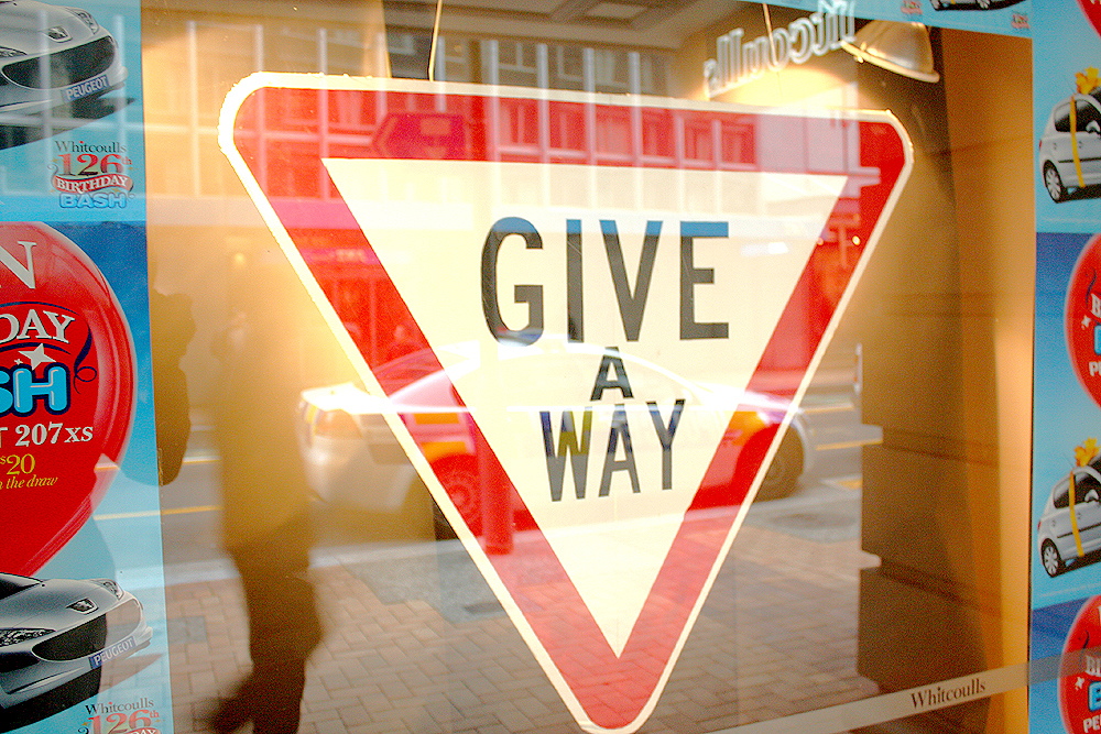Giveaway (attribution Newsbie Pix)